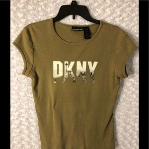 DKNY T TOP OLIVE AND SO CUTE